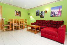 Alquiler piso para vacaciones en La Pineda. Salón MARPINEDA