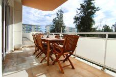 Alquiler apartamento en La Pineda con piscina. Gran Balcón RISCOS