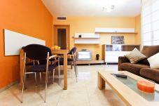 Alquiler piso vacacional en La Pineda 6 ocupantes. Sofá GOLDEN2