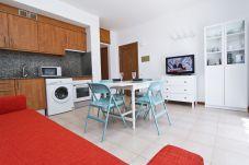 Alquiler Apartamento diseño La Pineda 4 personas. Gran Salón P.PRIMA5