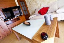 Alquiler piso de vacaciones en centro de La Pineda. Salón Comedor OSIRIS