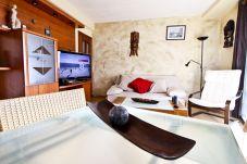 Alquiler piso de vacaciones en centro de La Pineda. Salón OSIRIS