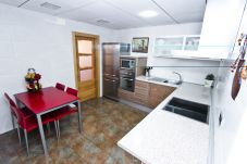 Alquiler piso vacacional al lado de la playa Cambrils. Gran Cocina PINEDA1