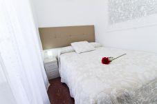 Alquiler decorado apartamento Salou 4 personas. Cama doble TORRASSA