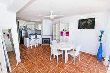 Alquiler apartamento vacacional La Pineda con vistas al Mar. VIOLETA