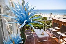 Apartamento en La Pineda - VIOLETA con vistas al mar, playa a 50m