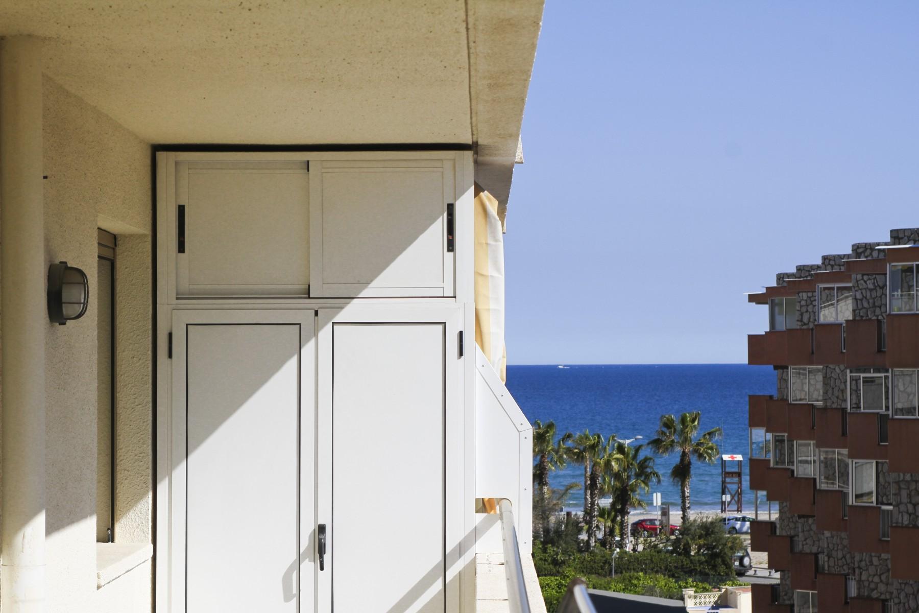 Alquiler de bonito Piso en La Pineda a 150 metros de la playa. MARCO