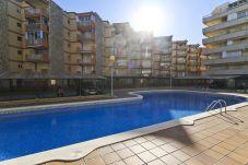 Apartamento en La Pineda - MARCO con piscina comunitaria, playa a 100m