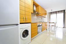 Alquiler apartamento vacacional 6 personas en Salou. Cocina SINIA