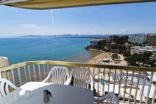 Apartamento en Salou - SOROLLA con vistas al mar, enfrente de la playa