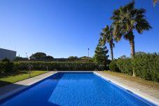 Apartamento en La Pineda - GREEN con piscina comunitaria. Playa a 400m. Golf