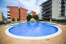 Apartamento en La Pineda - MALDIVAS con piscina comunitaria. Playa a 300m
