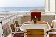 Alquiler piso para vacaciones en La Pineda. Balcón MARPINEDA