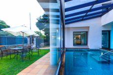 Villa in Vilafortuny - Villa GIRASOL, Vilafortuny. Garden and Private Pool.