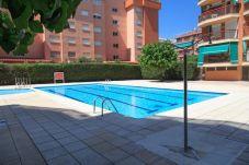 Ático en La Pineda con gran terraza y piscina. Gran Piscina TECAVI