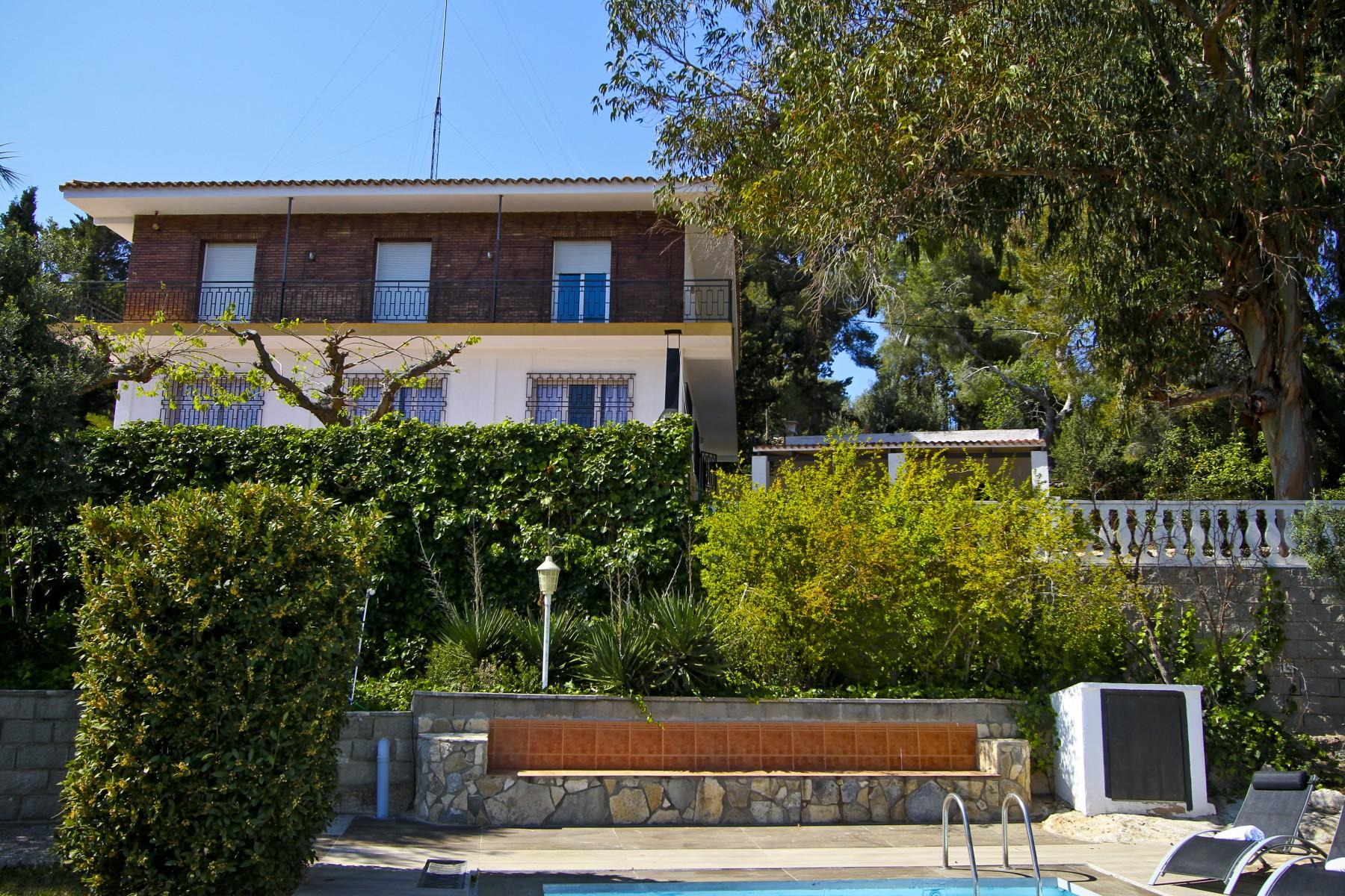 Alquiler villa exclusiva con piscina privada en tarragona for Alquiler chalet con piscina privada tarragona