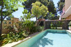 Таунхаус на Салоу - LOLO Таунхаус с частным бассейном, рядом в Порт Авентра и пляжем