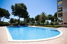 Апартаменты на Салоу / Salou - CALA DORADA 1 с общим бассейном. Пляж в 100м.