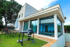 Вилла на Vilafortuny - GIRASOL Villa c крытым частным бассейном и садом