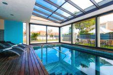 Вилла на Vilafortuny - GIRASOL Villa c частным бассейном и садом.