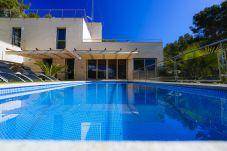 Вилла на Таррагона - NINA Вилла с частным бассейном, пляж в 500м